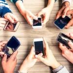 Điện thoại di động đang tiếp quản hành trình của khách hàng